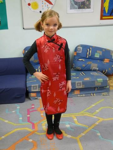 Au carnaval, j\u0027étais déguisée en chinoise. J\u0027avais une robe rouge, un  leggins et des ballerines rouges. Je me promenais. Ninon